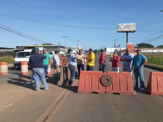 Conductores de taxi en Herrera exigen la eliminación de cupos ilegales