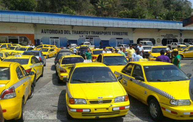 Taxistas solicitan reunión con el ministro de Gobierno, Carlos Romero