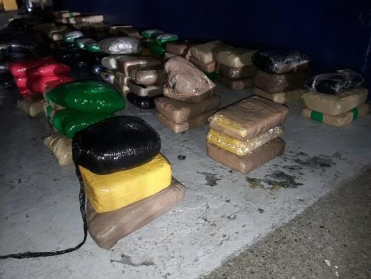 Dos panameños caen con 119 paquetes de sustancias ilícitas al sur de Punta Coco