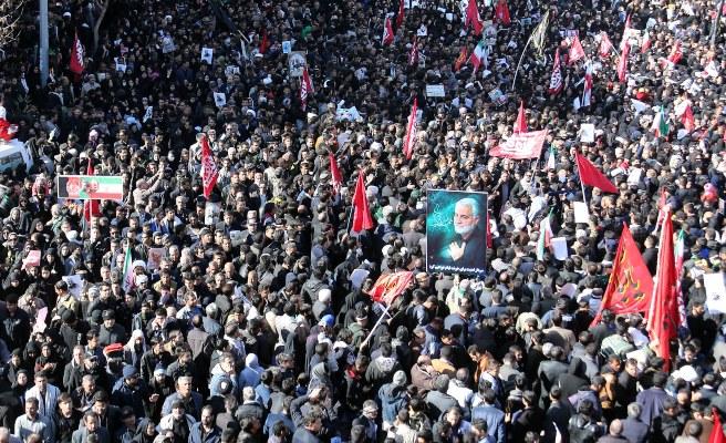 Una estampida durante el funeral en Irán del líder de la Guardia Revolucionaria Soleimaní deja cerca de 40 muertos