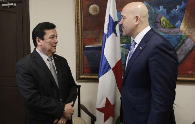 Rolando Mirones y procurador Eduardo Ulloa discuten falencias en el sistema de justicia