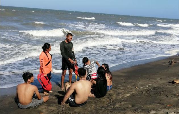 Rescatan a una joven bañista en la playa Uverito de Los Santos