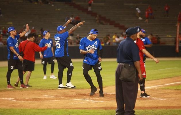 Andruw Jones y sus amigos derrotaron a equipo panameño en el All Star Softball Game