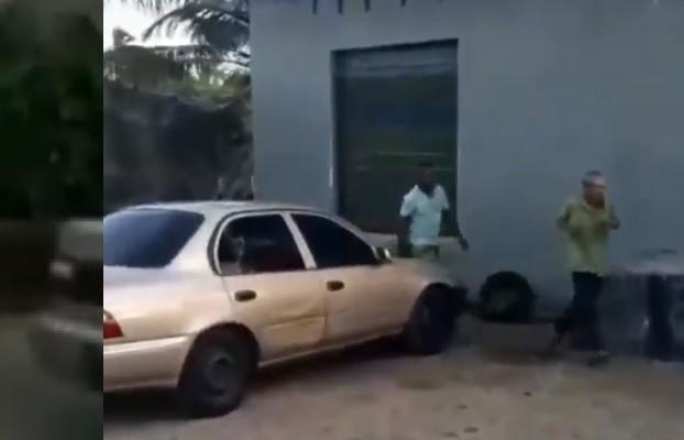 Video: Sujeto golpea, patea, escupe y deja inconsciente a adulto mayor en Colón