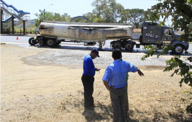 Fisura en articulado riega material peligroso en carretera Divisa-Chitré