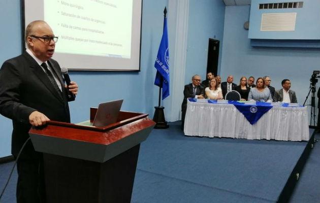 Enrique Lau Cortes advierte que para el año 2023 se agotarían las reservas de la CSS