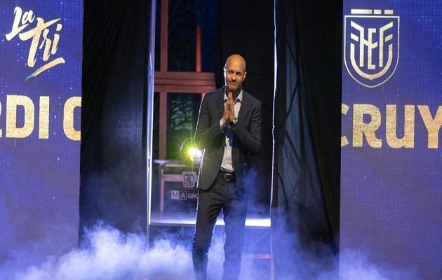 Ecuador presenta a Jordy Cruyff  como nuevo técnico