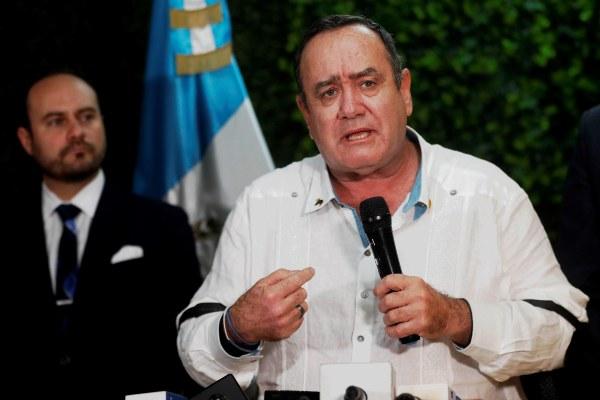 Nuevo mandatario guatemalteco rompe  relaciones diplomáticas con Venezuela