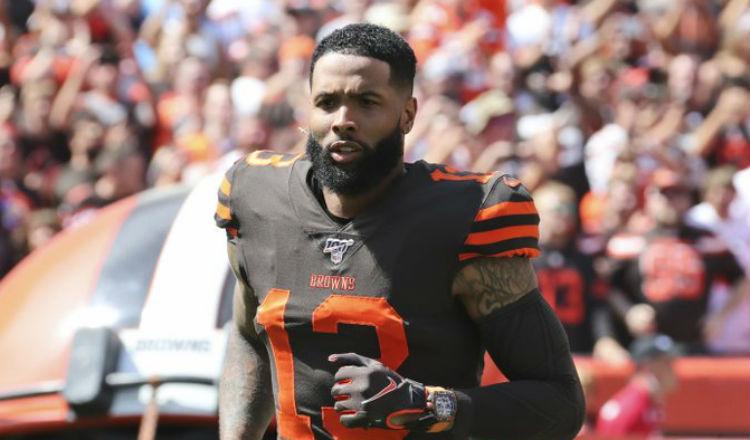 Jugador de la NFL con orden de arresto por tocar las nalgas de un policía