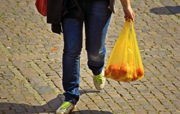 Mayoristas y almacenes no darán más bolsas plásticas