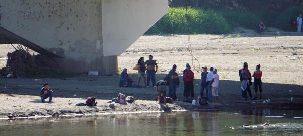 Migrantes hondureños ponen a prueba a las fuerzas de seguridad mexicanas en el área fronteriza