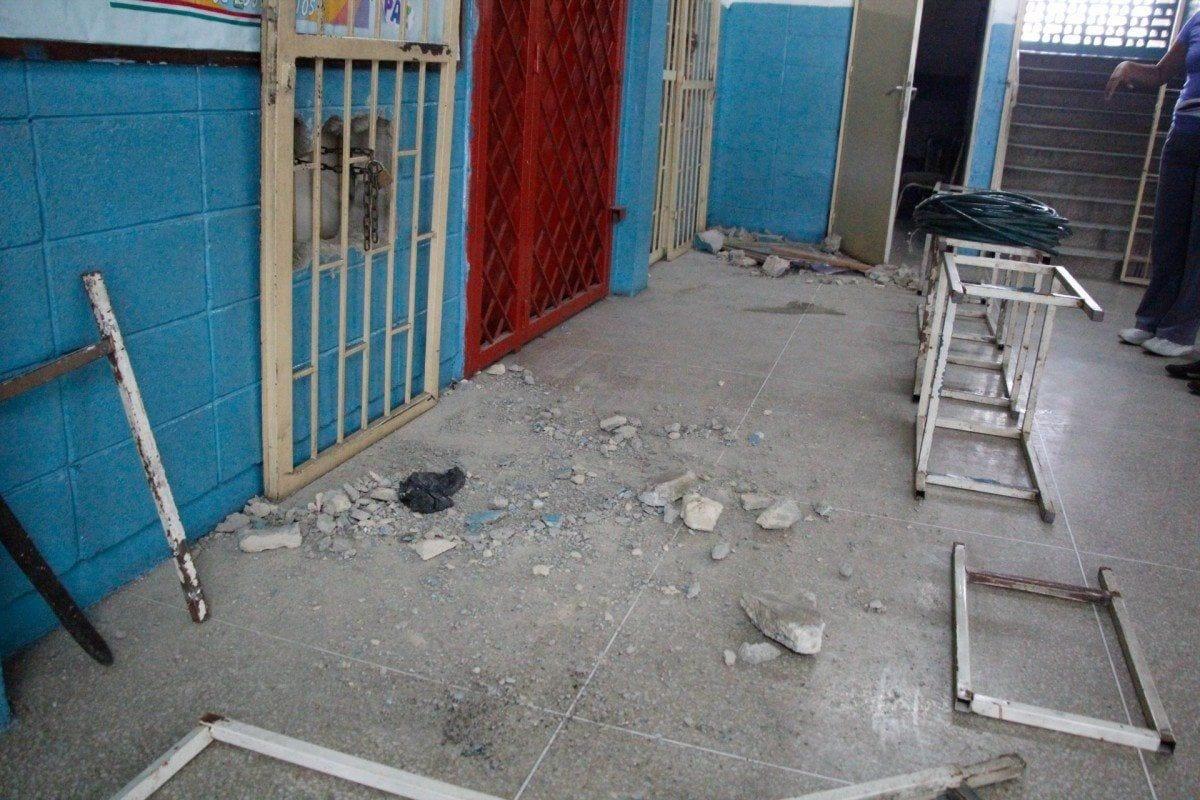 Escuela República de Venezuela está  abandonada y se convierte en guarida de indigentes