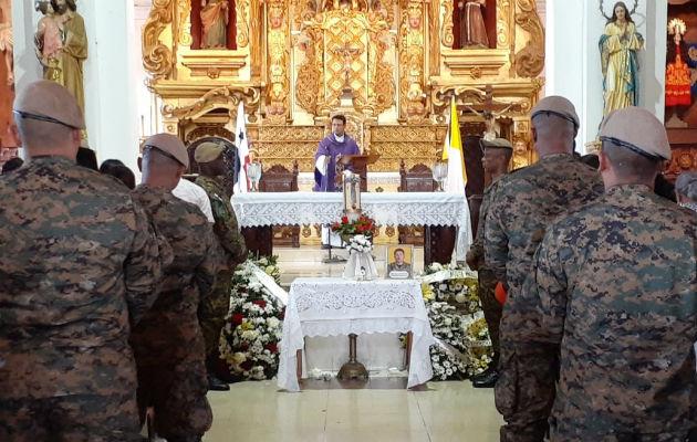 La ceremonia religiosa se dio en la iglesia de Santa Librada. Foto: Thays Domínguez.