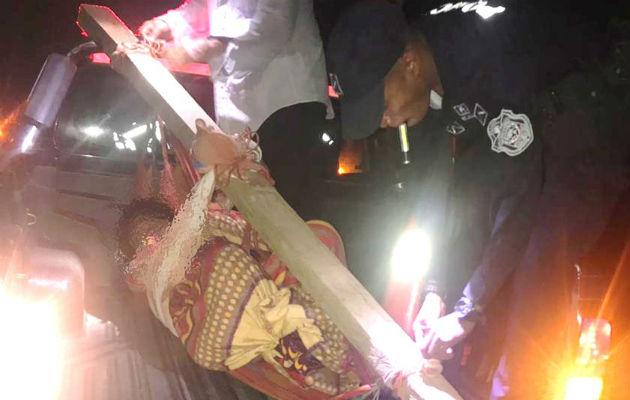 Policías logran trasladar a tiempo al hospital de Rambala a joven mordida por culebra