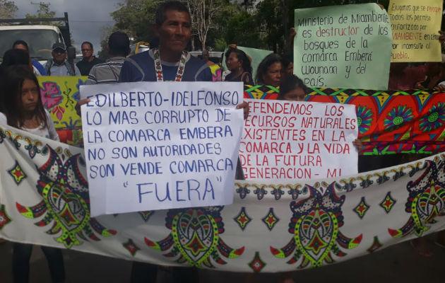 Los manifestantes portaban pancartas que decían
