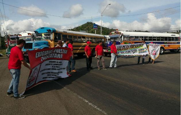 Bloquean con autobuses la vía Interamericana en La Pesa de La Chorrera