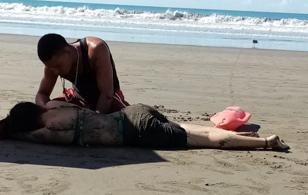 Dos menores de edad son arrastrados por oleajes en Chiriquí