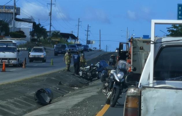Camión invade carril contrario y choca contra sedan dejando dos muertos en Gorgona