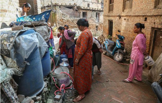 Carros cisterna lucran con la sed de la sociedad