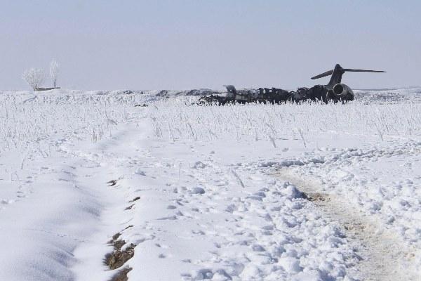 Recuperan dos cuerpos de avión estadounidense  que se estrelló en Afganistán