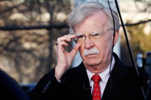 Aumentan las presiones para llamar a testificar a John Bolton en el juicio político contra el presidente Donald Trump