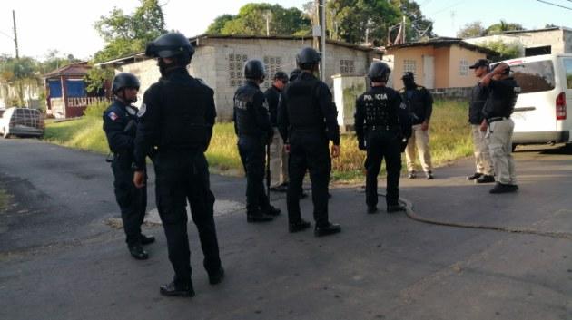 Mantienen operativos para capturar a los culpables del homicidio de un bebé y sus padres en El Chumical