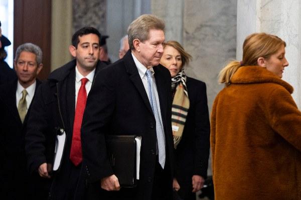 Abogados de Donald Trump refuerzan su contraofensiva para el juicio político