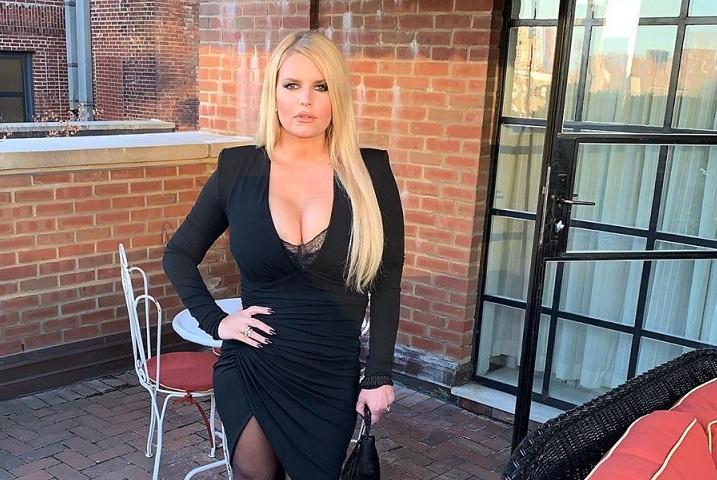 Jessica Simpson asegura que fue abusada sexualmente por una amiga de su familia