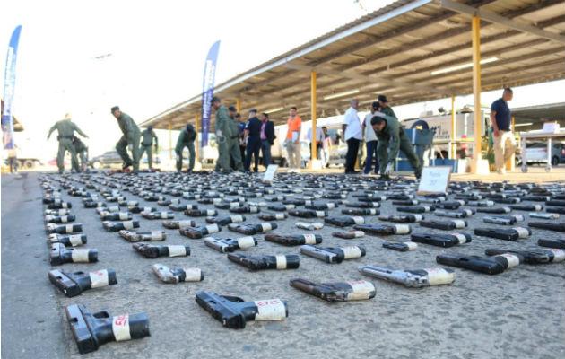 Autoridades destruyen 589 armas de fuego decomisadas en operativos