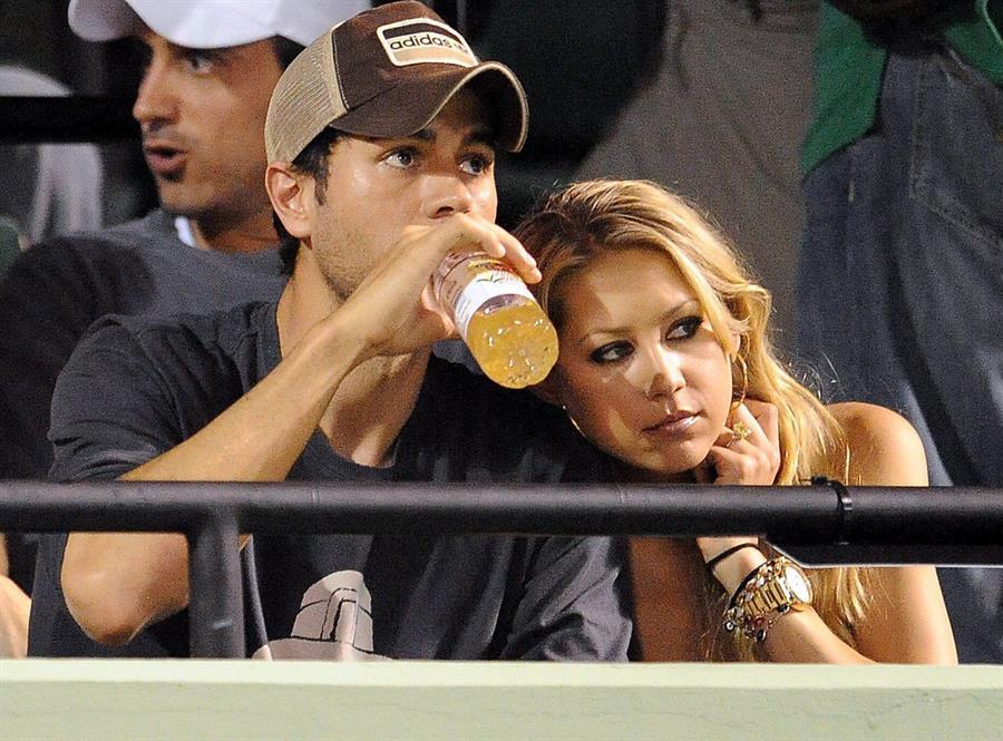 Fotos confirman que Enrique Iglesias y Anna Kournikova serán padres de nuevo