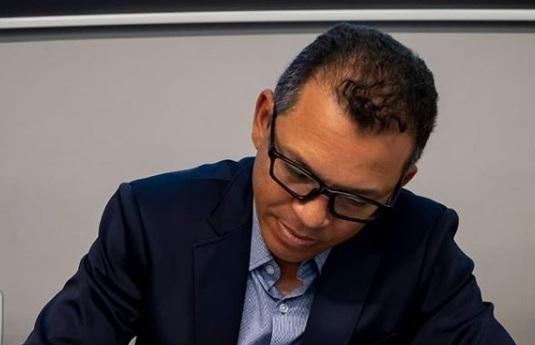 Luis Casis firma convenio para ayudar a que niños panameños sean operados en España