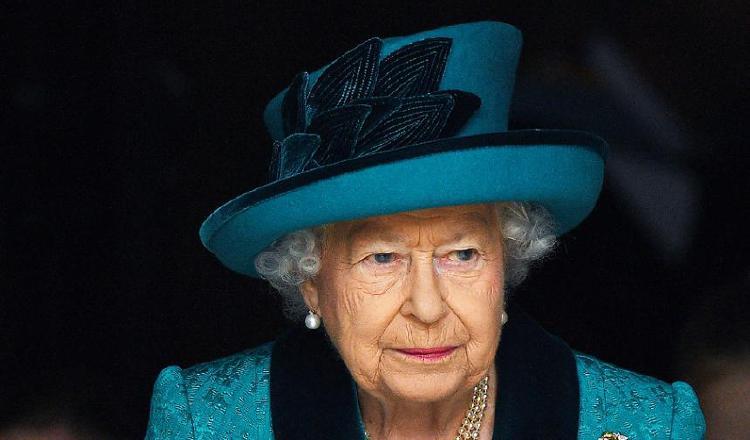 La reina Isabel tiene una cuenta de Facebook  y un iPad