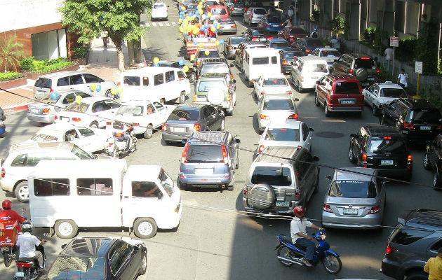 Trabajadores que se trasladan todos los días a la ciudad de Manila sueñan con despertar a las 5 a.m. en vez de a las 4 a.m.