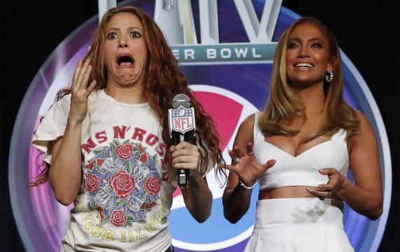 Critican a Shakira por su 'look' en la rueda de prensa del Super Bowl