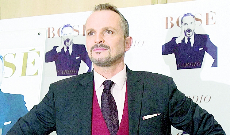 Miguel Bosé anuncia que prepara su bioserie