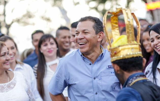 Camilo Egaña de CNN invita a Luis Casis a hablar de su fundación