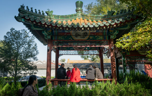 Ancianos chinos acuden a un parque en busca de amor