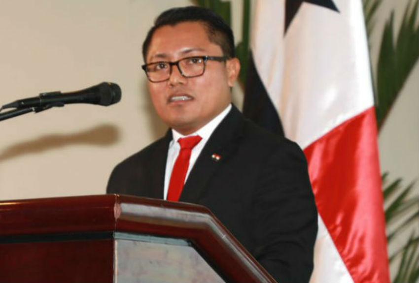 Contraloría General de la República confirma que Arquesio Arias no está cobrando