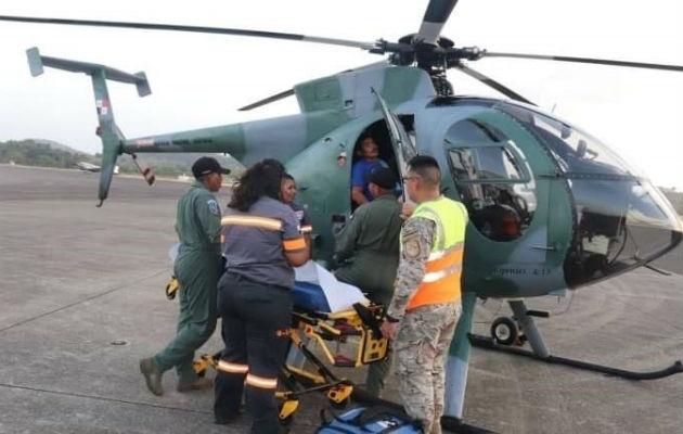 En un helicóptero del Servicio Aéreo Nacional se efectuó el traslado del enfermo.  Foto: Diómedes Sánchez S.
