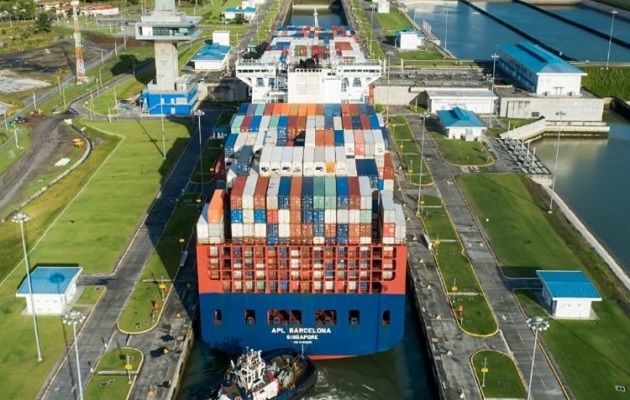 Administrador del Canal de Panamá Ricaurte Vásquez advierte que 'el agua se nos está acabando'