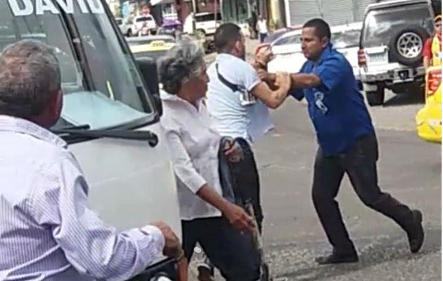 La pelea fue cerca al parque Manuel Amador Guerrero de Bugaba. Foto: Mayra Madrid. ,