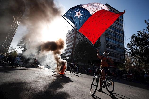Nuevos choques en Chile tras vuelta de polémico gobernador capitalino