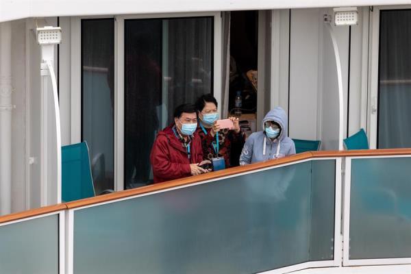 Los ocupantes del crucero atracado en Hong Kong por virus podrán desembarcar