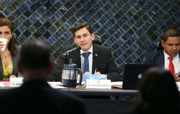 Raúl Pineda desacredita a Juan Diego Vásquez en la Comisión de Credenciales