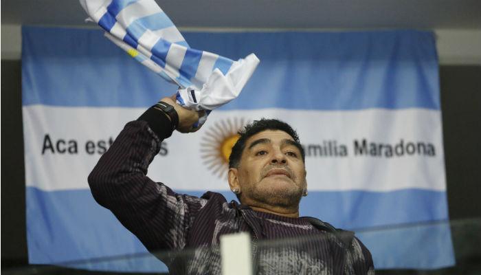 Diego Maradona: 'Yo creía que no, pero sí, la pelota sí se mancha'