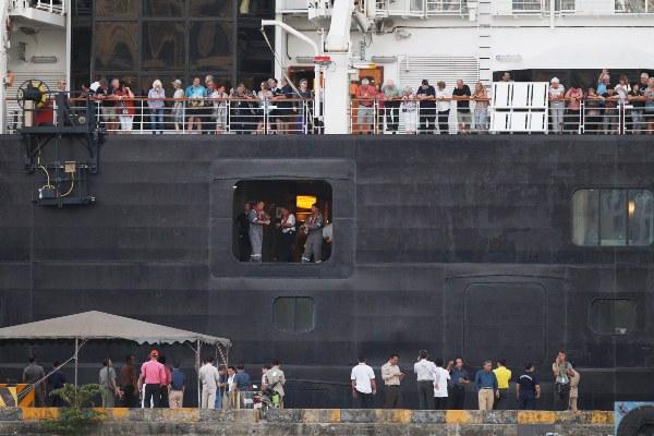 Llega a Camboya el crucero rechazado por cinco países por temor al coronavirus