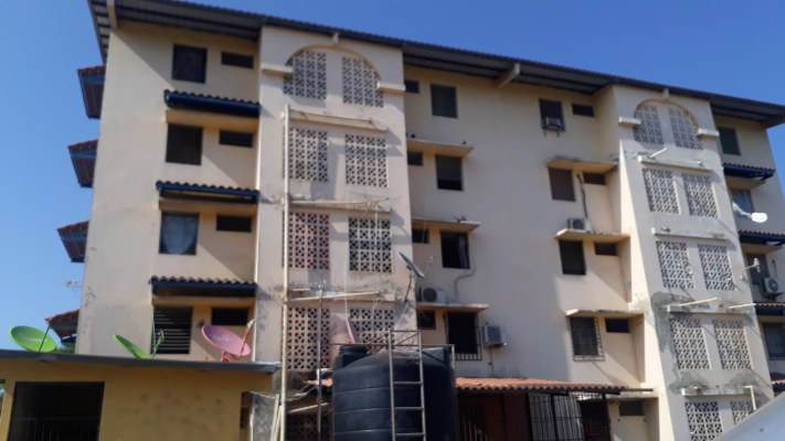 Banco Hipotecario Nacional desaloja a siete extranjeros de los edificios en Llano Bonito de Chitré
