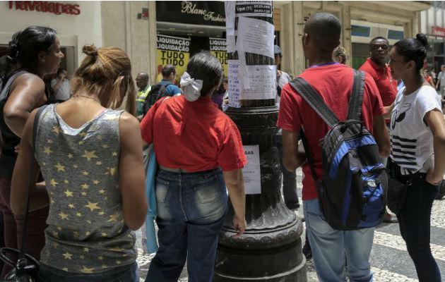 Casi 3 millones de brasileños buscan empleo hace dos años