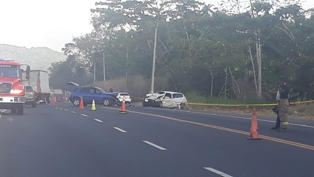 Un muerto y cinco heridos en choque frontal en la carretera Panamá-Colón
