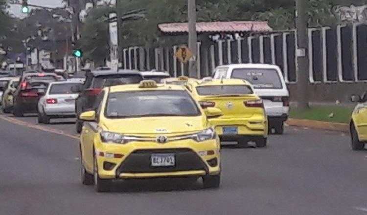 Transportistas del sector colectivo se unen contra plataforma Uber